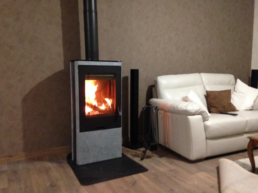 poele a bois contura obtenez des id es de design int ressantes en utilisant du. Black Bedroom Furniture Sets. Home Design Ideas